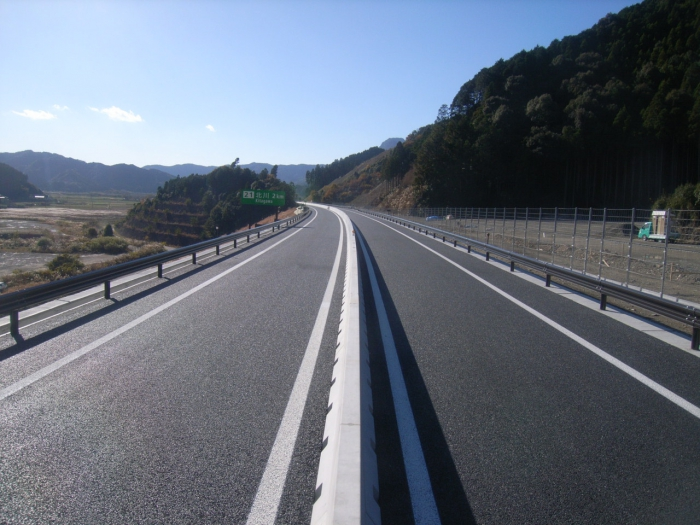 平成24年度 東九州自動車道防護柵設置工事