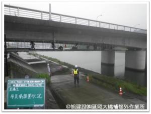 延岡大橋 吊足場設置中