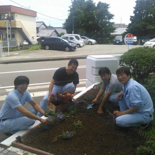 本社花壇の植栽活動 in greenクラブ