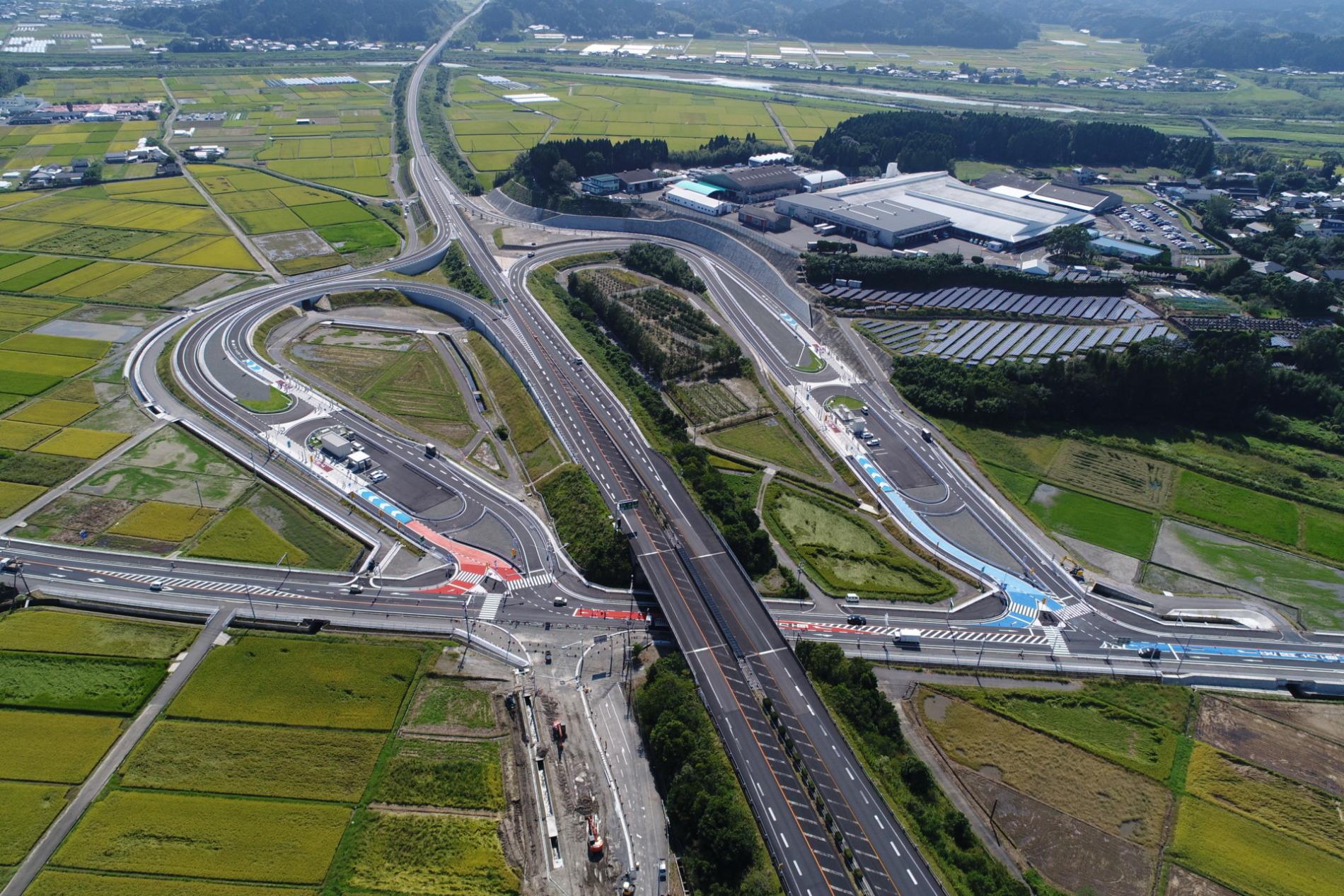 東九州自動車道 国富スマートインターチェンジ舗装工事施工例